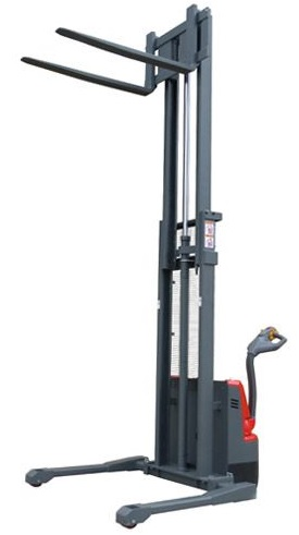 Fully Powered Straddle Stacker